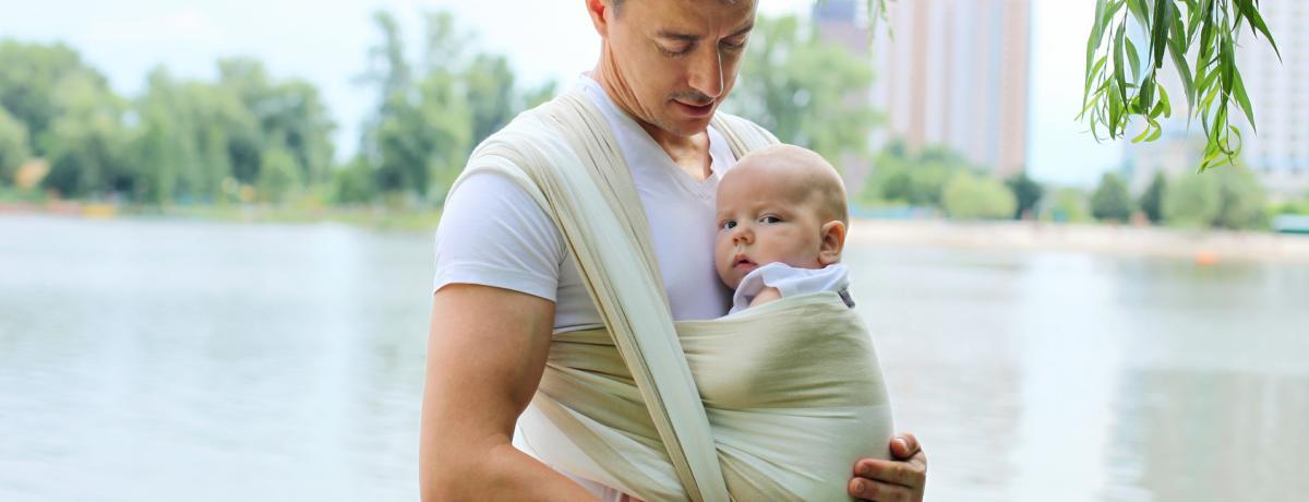 Portage   comment choisir entre écharpe et porte-bébé     Laurence ... d036f4c7566